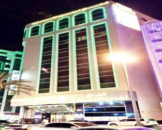 네줌 알 에마라테 - 샤르자 - 건물