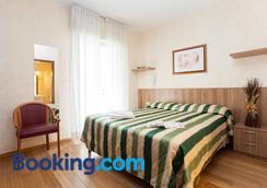Residence Desenzano - Milan - Bedroom
