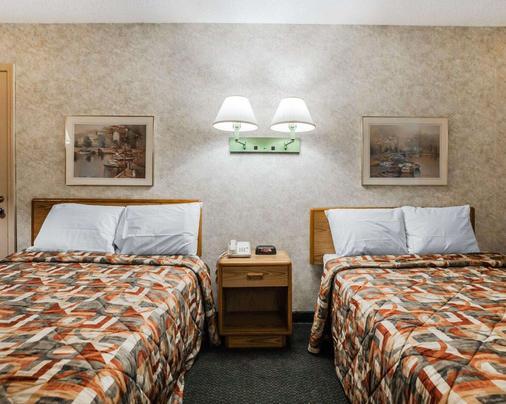 Econo Lodge - Jefferson City - Bedroom