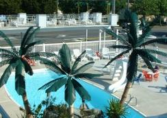 Sand Box Motel - Wildwood - Outdoor view