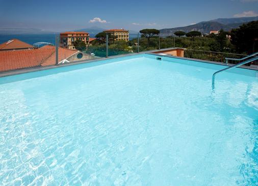 帕拉索瓜瓦達堤酒店 - 索倫托 - 索倫托 - 游泳池