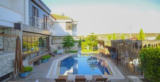 Aksu Otel Alacati - Alacati - Pool