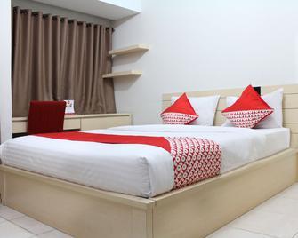 Oyo 266 Margonda Residence 5 - Depok - Slaapkamer