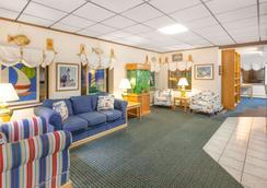 Days Inn by Wyndham Alpena - Alpena - Lobby