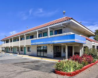 Motel 6 Kingman, Az - Route 66 East - Kingman - Edificio