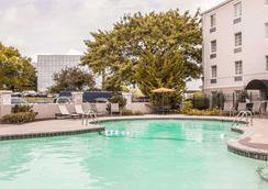 Comfort Inn St Louis - Westport - St. Louis - Bể bơi