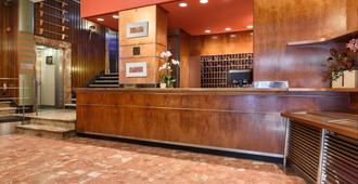 Hotel Quindós - León - Front desk