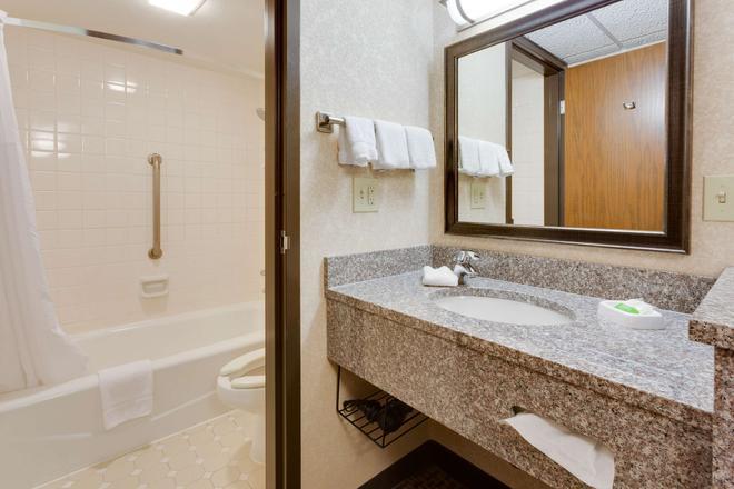 Pear Tree Inn St. Louis Fenton - Fenton - Bathroom