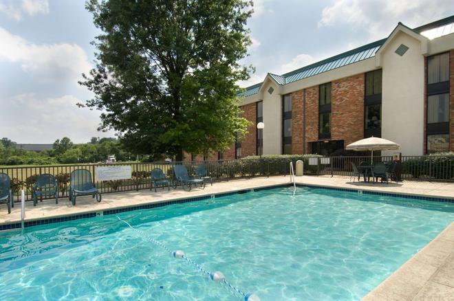 Pear Tree Inn St. Louis Fenton - Fenton - Pool