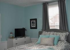 The True House Downtown Frankfort Bourbon Trail & Horse Country Vacation Rental - Frankfort - Bedroom