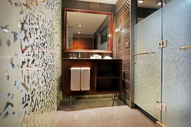 Hotel Cumbres Lastarria - Santiago - Bathroom