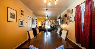Cannabis Castle Historic Home In Baker District - Denver - Meeting room