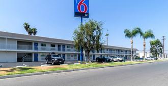 Motel 6 Anaheim - Fullerton East - Anaheim - Toà nhà