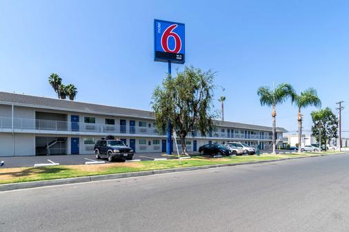 Motel 6 Anaheim Fullerton East - Anaheim - Building