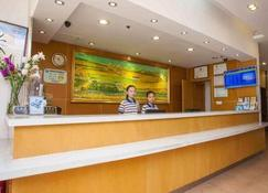 7Days Premium Luoyang Peony Square Branch - Luoyang - Front desk