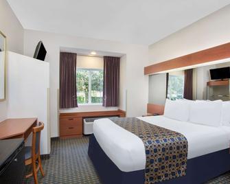 Microtel Inn & Suites by Wyndham Leesburg/Mt Dora - Leesburg - Спальня