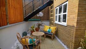 Macarena Wharf Apartments - Londra - Patio