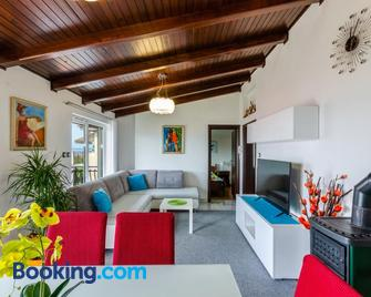 Apartments Lino - Selce - Living room