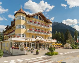 Park Hotel Bellevue - Dobbiaco/Toblach - Building