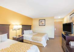 Days Inn by Wyndham Colchester Burlington - Colchester - Bedroom