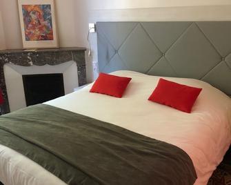 Hotel Le Moderne - Saint-Paul-le-Jeune - Спальня