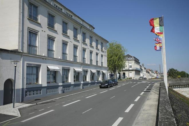 貝斯特韋斯特阿德吉奧酒店 - 索木爾 - 索米爾 - 建築