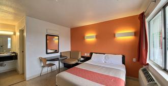 Motel 6 San Marcos, TX - סן מרקוס - חדר שינה