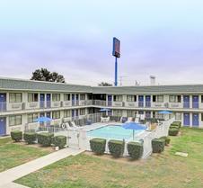 Motel 6 San Marcos, TX