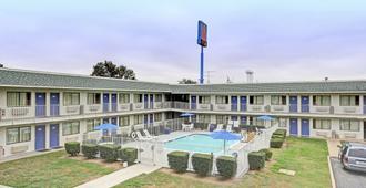 Motel 6 San Marcos, TX - San Marcos - Rakennus