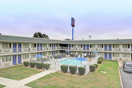 Motel 6 San Marcos Tx - San Marcos - Κτίριο