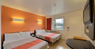 Motel 6 San Marcos Tx - San Marcos - Bedroom