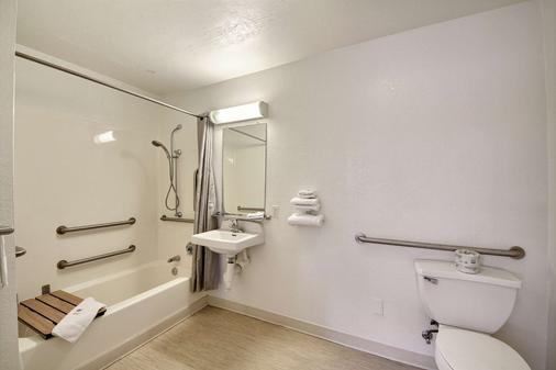 Motel 6 San Marcos Tx - San Marcos - Μπάνιο