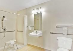Super 8 by Wyndham Tucson/Grant Road Area AZ - Tucson - Phòng tắm