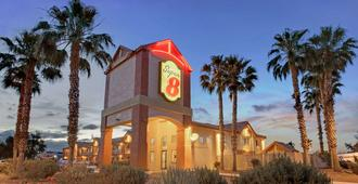 Super 8 by Wyndham Tucson/Grant Road Area AZ - Tucson - Building