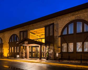Best Western Plus Como Park Hotel - Saint Paul - Building