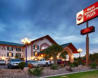 Best Western Plus Swiss Chalet Hotel & Suites - Pecos - Building