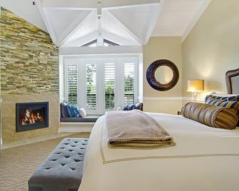 Carriage House Inn - Carmel-by-the-Sea - Bedroom