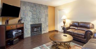 Days Inn & Suites by Wyndham Pigeon Forge - Pigeon Forge - Stue