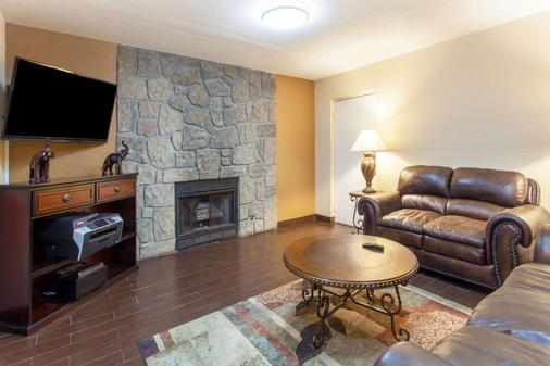 Days Inn & Suites by Wyndham Pigeon Forge - Pigeon Forge - Olohuone