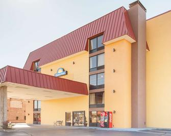 Days Inn & Suites by Wyndham Pigeon Forge - Pigeon Forge - Building