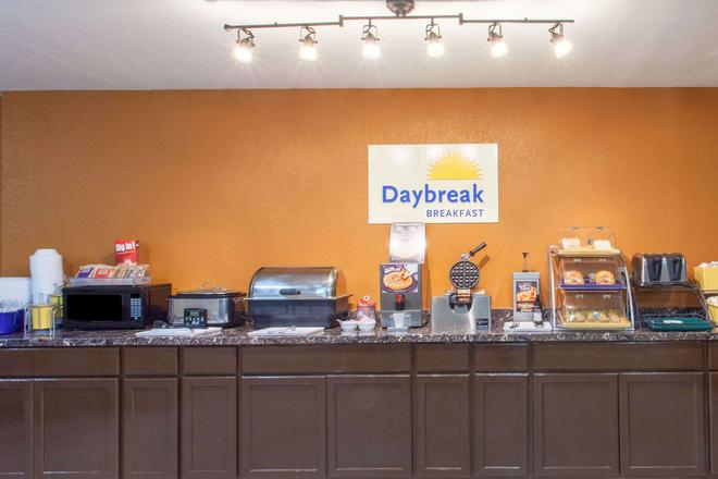 Days Inn & Suites by Wyndham Pigeon Forge - Pigeon Forge - Buffet