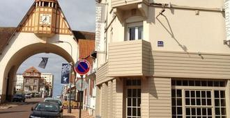 Be Cottage Hotel - Ле-Туке-Пари-Плаж - Здание
