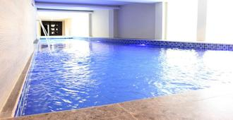 d'Season Hotel - Surabaya - Pool