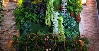 Gardenpod Hostel + Café - Cebu City - Außenansicht