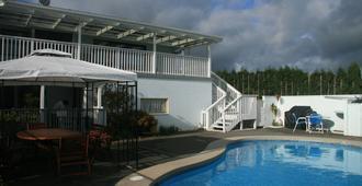 特普納住宿飯店 - 陶朗阿 - 游泳池