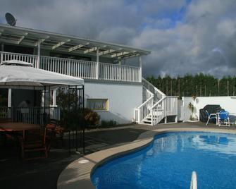 特普納汽車旅館和假日公園 - 陶朗阿 - 游泳池