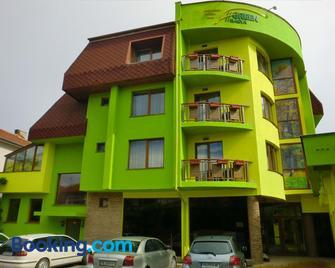 Green Hisar Hotel - Hissarya - Gebäude
