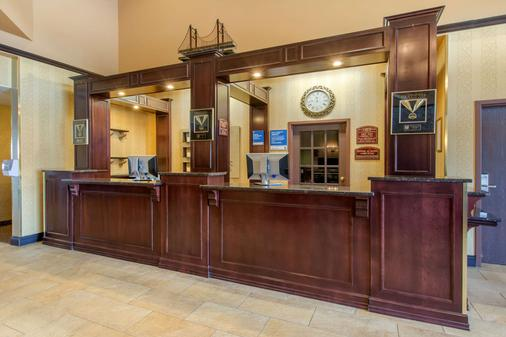 Comfort Inn & Suites - Lévis - Front desk