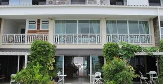 Baan Sattahip by the sea - Pattaya