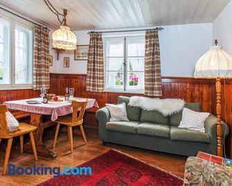 Ferienwohnungen am Märchenpark - Marquartstein - Wohnzimmer